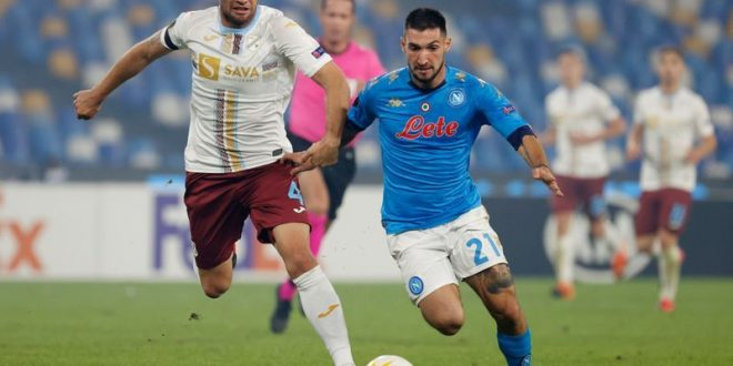 Bola Sepak Napoli memenangi perlawanan pertama yang penuh emosi selepas
