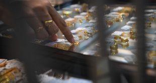 Kota Baru Gold rush Pemilik kedai barang kemas pelanggan mengeluarkan