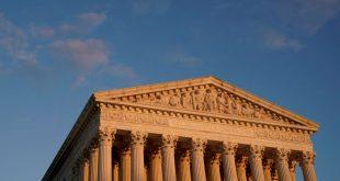 Mahkamah Agung mendengar tawaran Trump untuk melarang pendatang tanpa izin