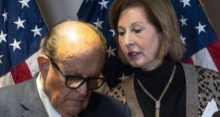 Peguam kempen Trump Powell berusaha keras sehingga Giuliani telah menjauhkan